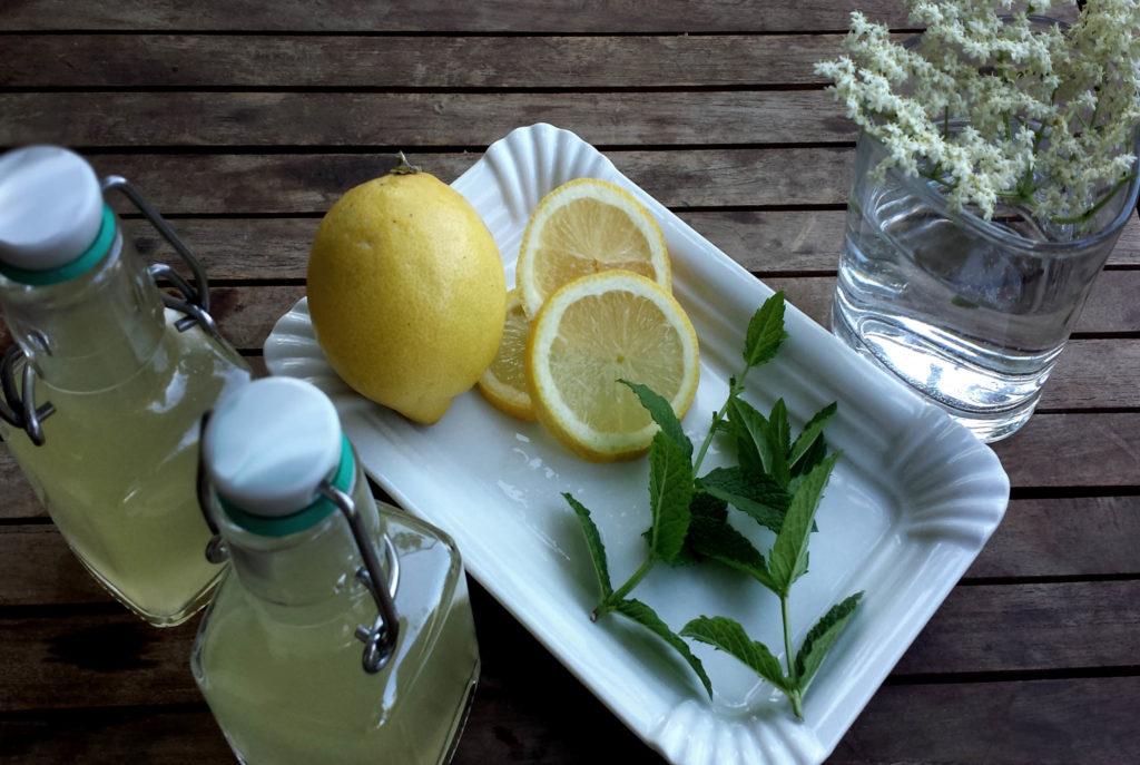 Holunderblütensirup mit Stevia - Ohne Zucker