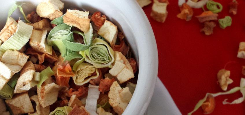Suppengemüse trocknen für selbstgemachte Gemüsebrühe
