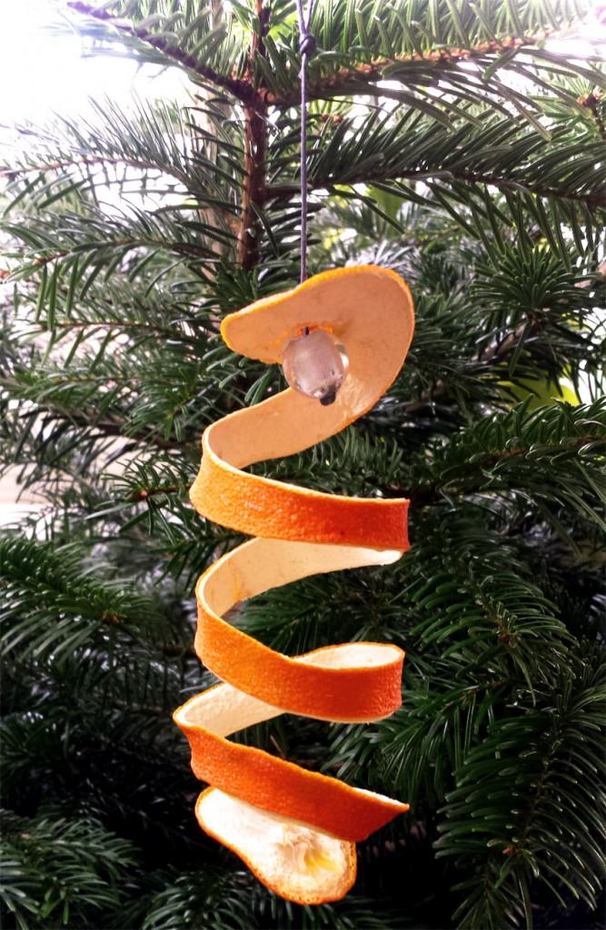 Weihnachtsbaumdeko DIY Spirale aus Orangenschale
