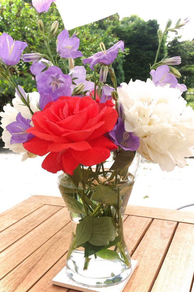 Blumenvase Sommerblumen aus dem Garten