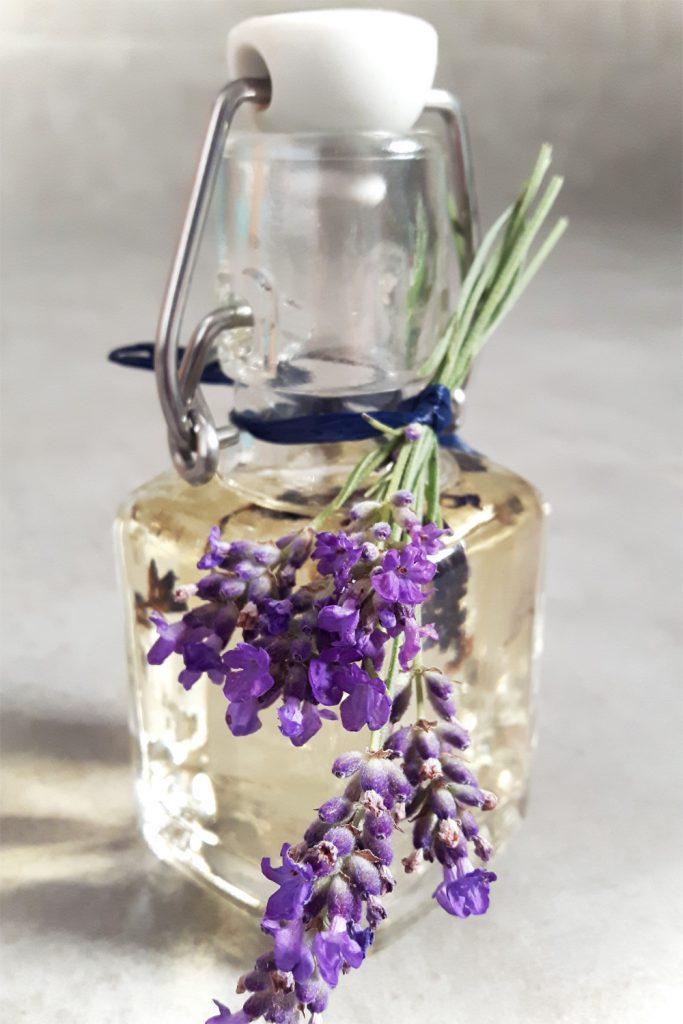 DIY Geschenkidee Lavendelöl
