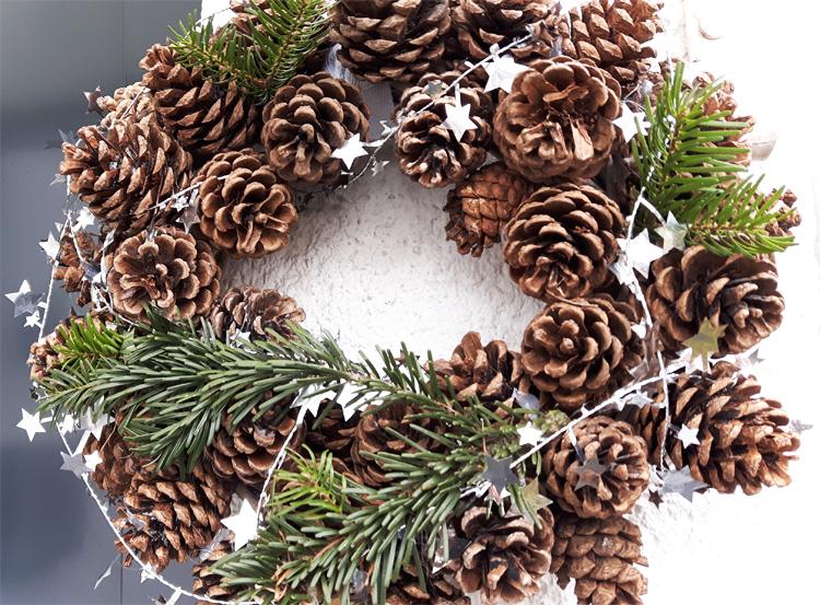 Weihnachtlicher Winter Türkranz selber machen