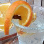 Winterliches Infused Water aromatisiertes Wasser mit Orange und Zimt