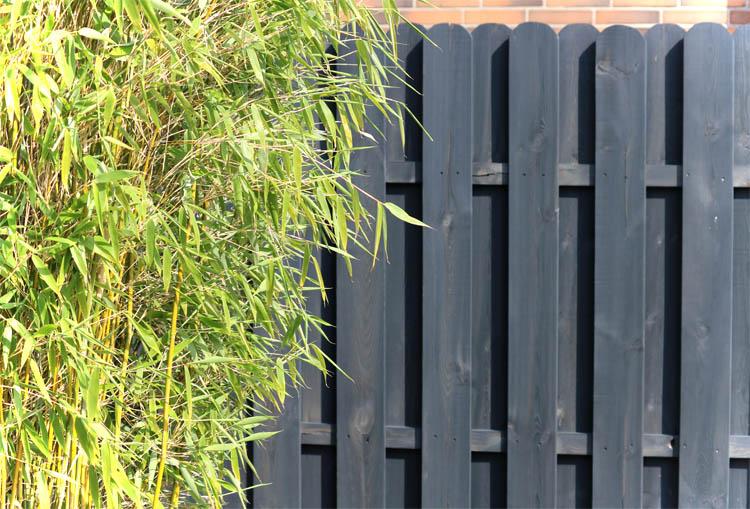 Zaun oder Hecke Holzzaun