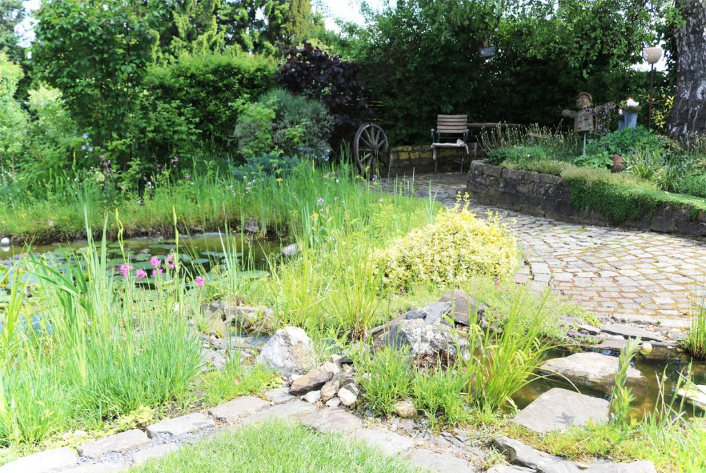 Offene Gartenpforte Naturnaher Garten mit Gartenteich
