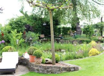 Offene Gartenpforte Naturnaher Garten mit Sitzplätzen