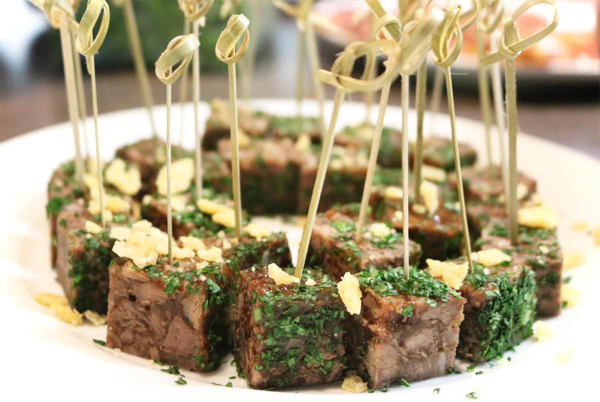 Praline vom Kalbsbäckchen mit Petersilie und Parmesankruste