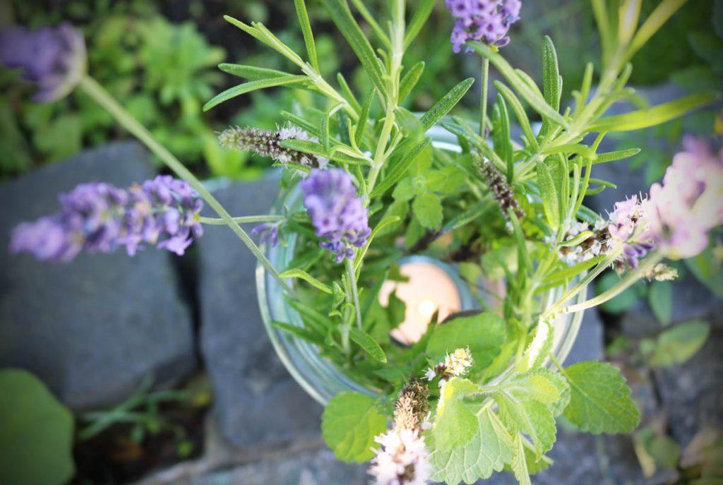 DIY Duftwindlicht Mit Lavendel Rosmarin Minze Zitronenmelisse