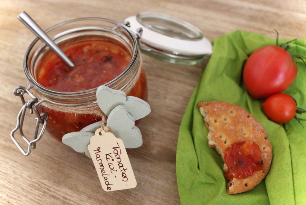 Rezept aus dem Garten Tomatenmarmelade mit Kiwi und Chili