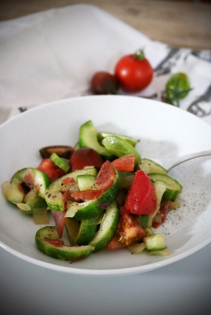 Schmorgurken mit Tomaten aus dem Garten