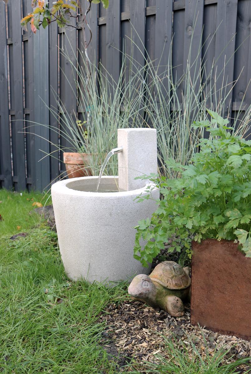 Brunnen auf der Terrasse und im Garten