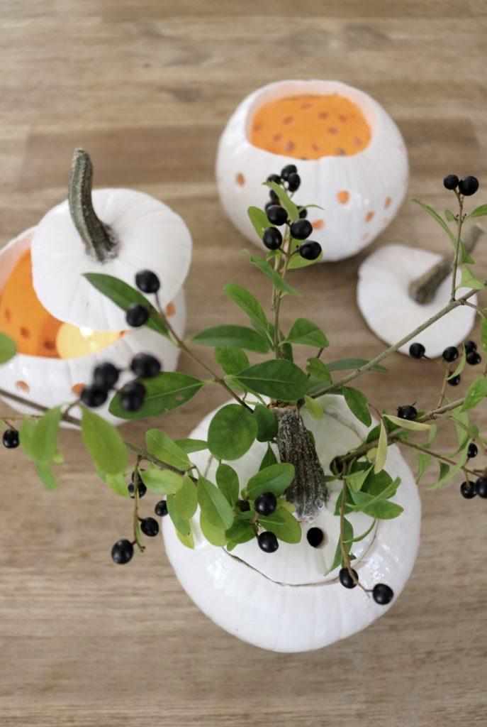 DIY Herbstdeko weiße Kürbisse - Kürbisdeko
