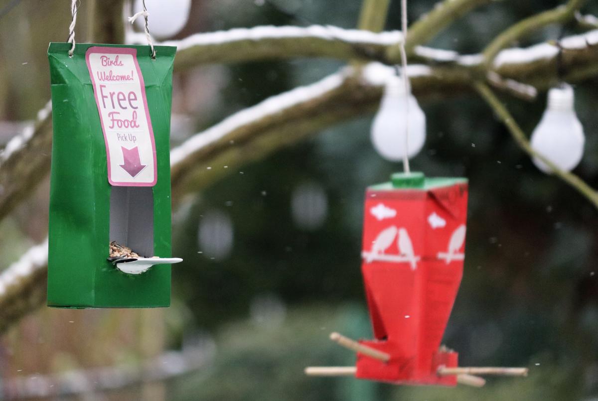 Vogelfutter Vogelhaus aus Milchtüte selbstgebastelt