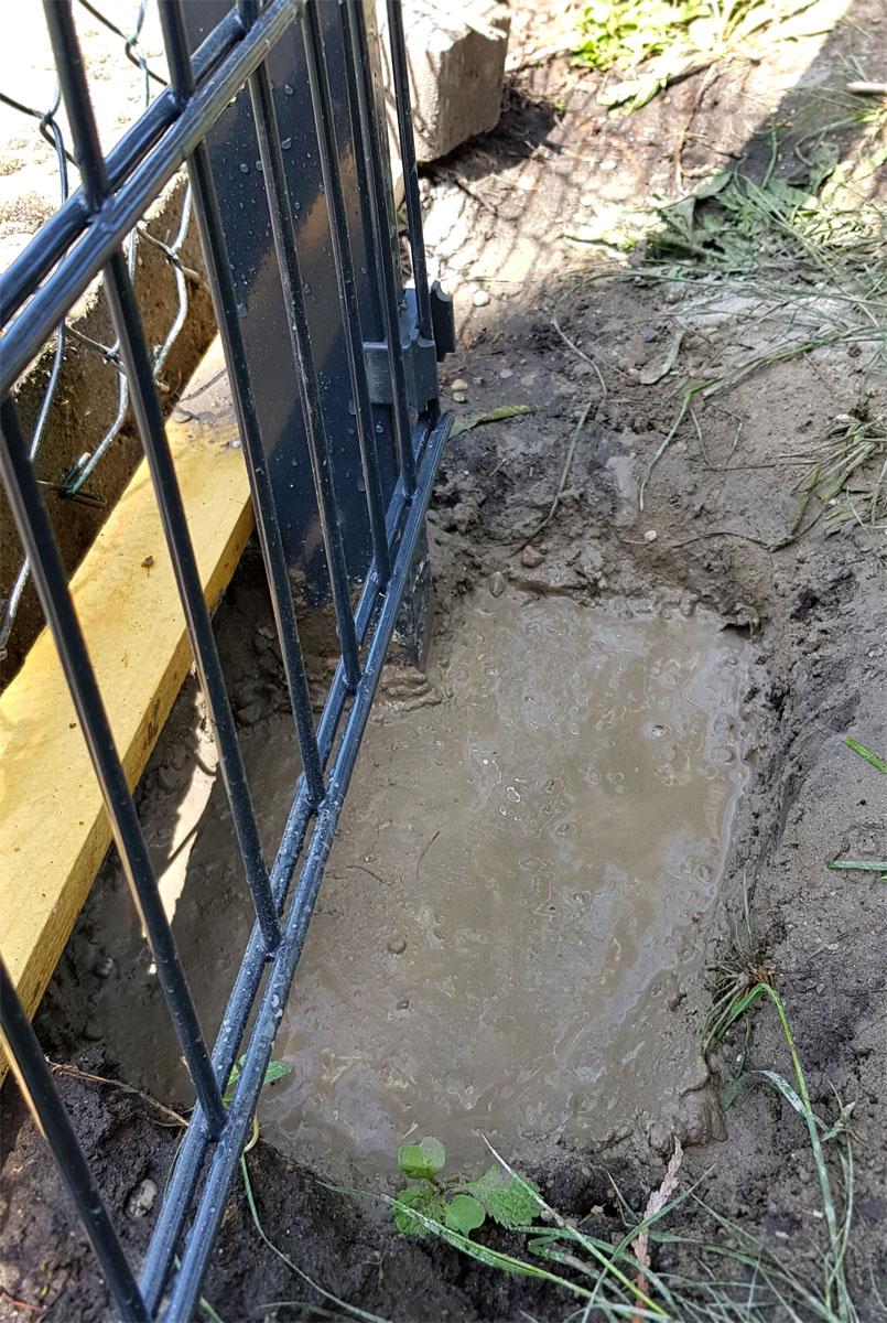 Wir bauen einen Zaun! Doppelstabmattenzaun selber bauen - Schnellbeton