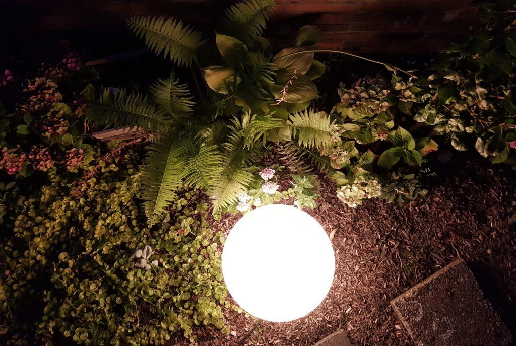 Stilvolle Gartenbeleuchtung im Spätsommer | BEGA Plug and Play
