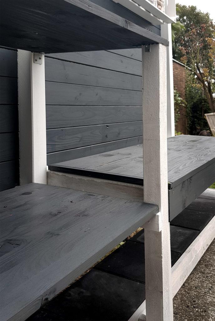 Regal und Sitzbank Outdoorküche