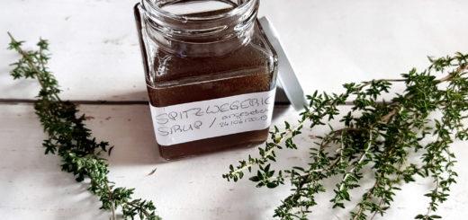 Spitzwegerich-Thymian-Sirup mit Zitrone