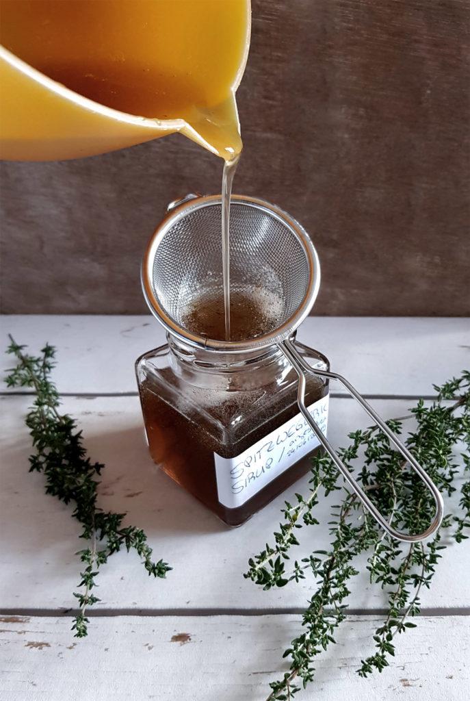 Spitzwegerich-Thymian Sirup mit Zitrone