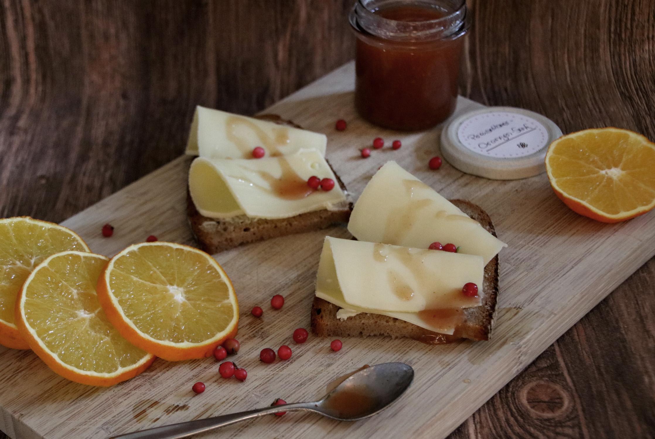 Appenzeller Rahmkäse mit Preiselbeer-Orangen-Senf