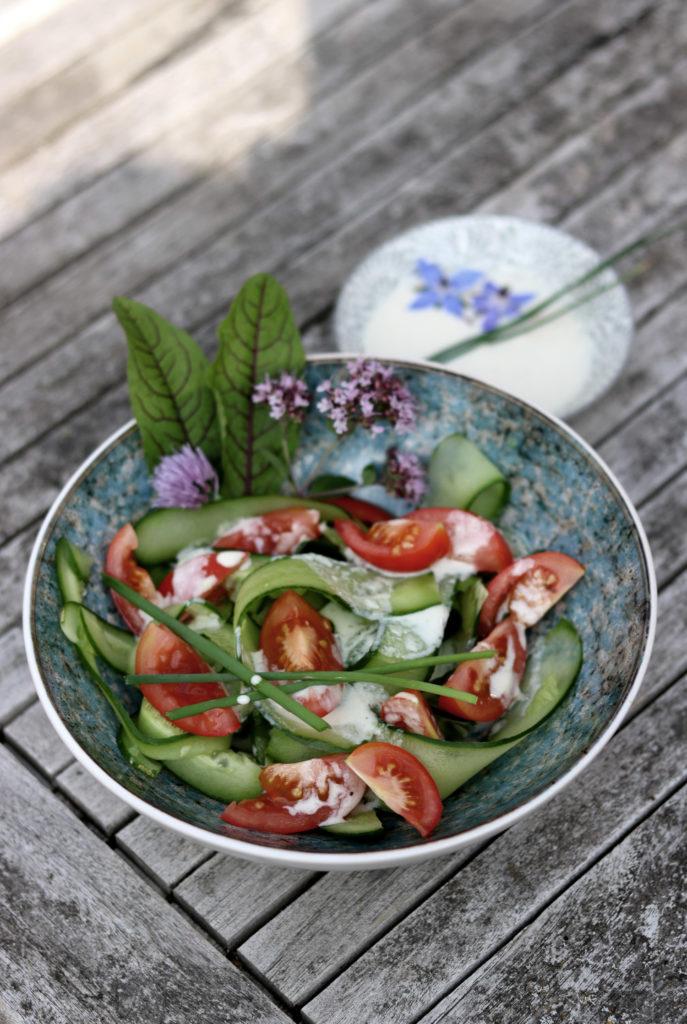 Tomatensalat mit Tahinsauce und Limette